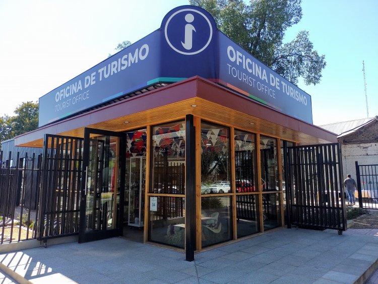 Inauguran moderna Oficina de Turismo frente a la Plaza de Linares