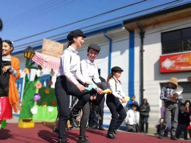"""Hermosa celebración de Fiestas Patrias realizó """"Escuela España"""""""