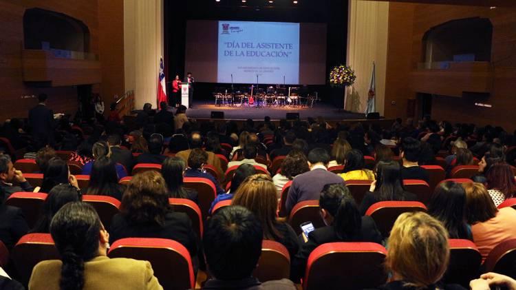 """Reconocimientos en el """"Día del Asistente de la Educación"""""""