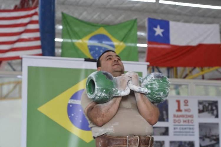 """Longaviano logra tres medallas de oro en """"Sudamericano de Pesas Rusas"""""""