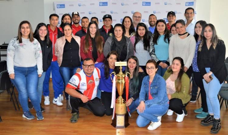 Estudiantes del CFT San Agustín compartieron con el plantel de Deportes Linares - Septima Pagina