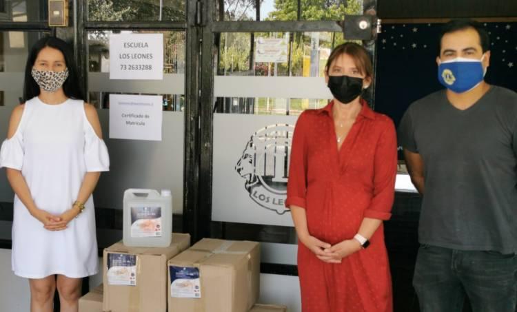 """Colegio Alborada entrega aporte a escuela """"Los Leones"""" para su retorno seguro a clases presenciales"""