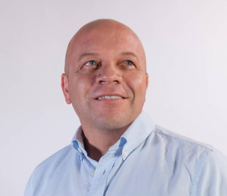 Profesor Christian González renunciará a la red extraescolar para asumir el cargo de concejal por Linares
